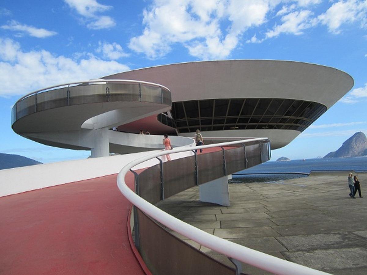 Šiuolaikinio meno muziejus iš išorės primena skraidančią lėkštę.(Asmeninio albumo nuotr.)
